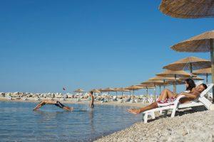 Campeggio Aminess Sirena spiaggia di ciottoli | AdriaCamps