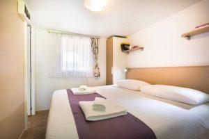 Kamp Veštar Forest Escape family soba s bračnim krevetom