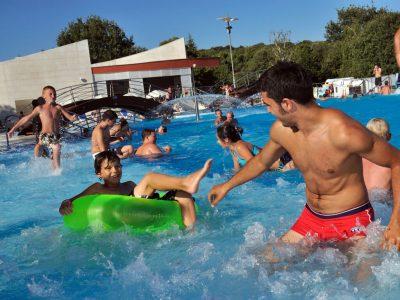 Kamp Vestar zabava uz bazen