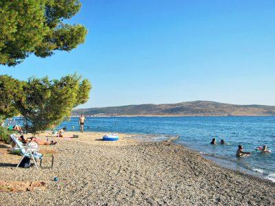 Het strand van stad Starigrad Paklenica | AdriaCamps