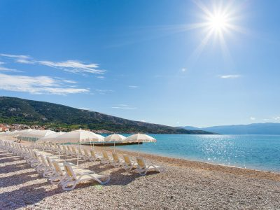 Campeggio Zablaće spiaggia a Baška | AdriaCamps