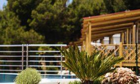 Kamp Belvedere Vranjica: bazen mobilnih kucica | AdriaCamps