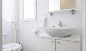 Kamp Belvedere, Trogir: mobilna kucica toilete | AdriaCamps