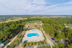 Camping Bivillage lucht view pool