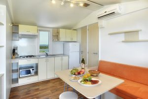 Camping Brioni superior mobile home kitchen | AdriaCamps