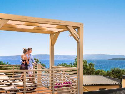 Campeggio Krk bella vista premium case mobili con una terrazza a giardino