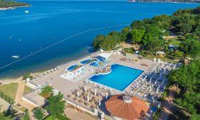 Kamp Resort Lanterna,, pogled iz zraka na beazen | AdriaCamps