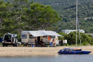 Campingplatze Lopari Stellplatz am Meer