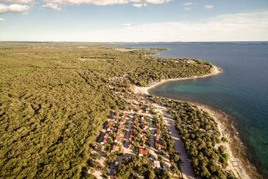 camping mon perin air view