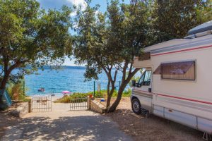 Camping Rapoca pitches by the sea