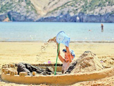 Camping San Marino in het zand spelen | AdriaCamps