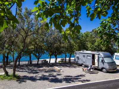Camping Selce pitches by the sea