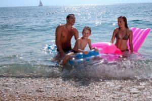 Kamp Skrila obitelj uz more