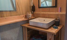 Kamp Slamni - Fishermans Glamping Village u interijer kupaonice | AdriaCamps
