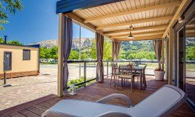 Kamp Zablace, Vela Bay Premium mobilna kucica, terasa | AdriaCamps