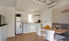 Kamp Solitudo superior mobilna kućica interijer| AdriaCamps