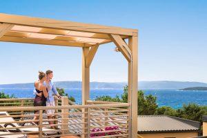 Bella Vista Premium – garden terrace - Naturistički kamp Istra