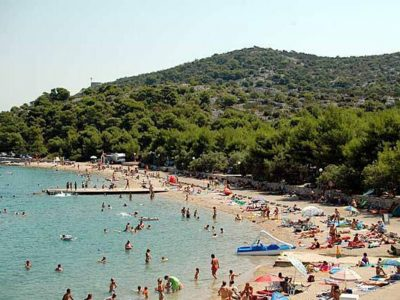 Camping Jezera Village beach
