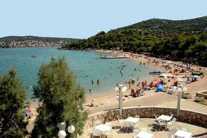Camping Jezera Village beach view