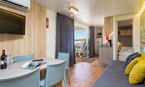 Kamp Vestar, Oasis Family mobilna kucica, interijer | AdriaCamps