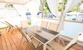 Kamp Polidor terasa Premium mobilne kucice | AdriaCamps