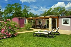 Campeggio CampingIN Park Umag: l esterno  di MH+ case mobili | AdriaCamps