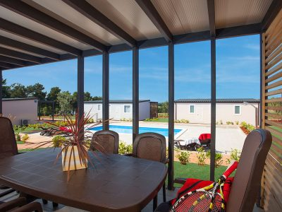 Campsite  Kastanija Novigrad: Lavanda and Olive mobile homes with pool terrace view | AdriaCamps