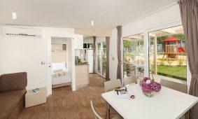 Camping-Lanterna-Mediterannean-Garden-Premium-mobile-homes-interior