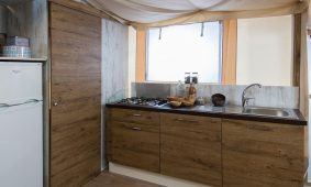 Camping-Polidor-Glamping-tent-kitchen