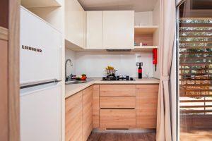 Camping Klenovica Premium Seaview stacaravan kitchen | AdriaCamps