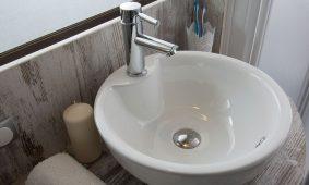 Kamp Santa Marina, Glamping sator - kupatilo | AdriaCamps