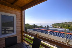 Kamp Rehut - otok Murter, mobilne kuce Sunset - pogled s terase | AdriaCamps