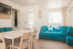 Campeggio Strasko Mediteran casa mobile interno | AdriaCamps
