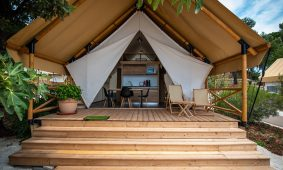 Glamping Premium three bedroom safari tent (4+2)